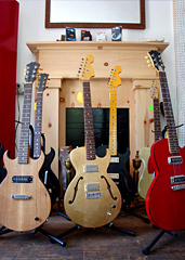 old style guitar shop los angeles a new guitar shop with secret shows. Black Bedroom Furniture Sets. Home Design Ideas