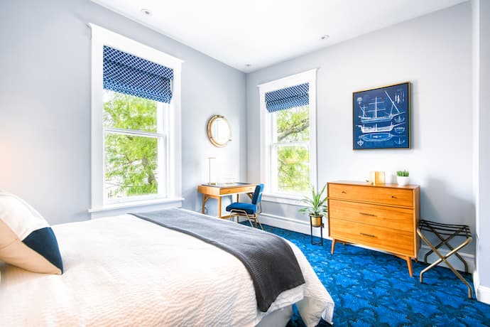 The Hudson Whaler Hotel guest room