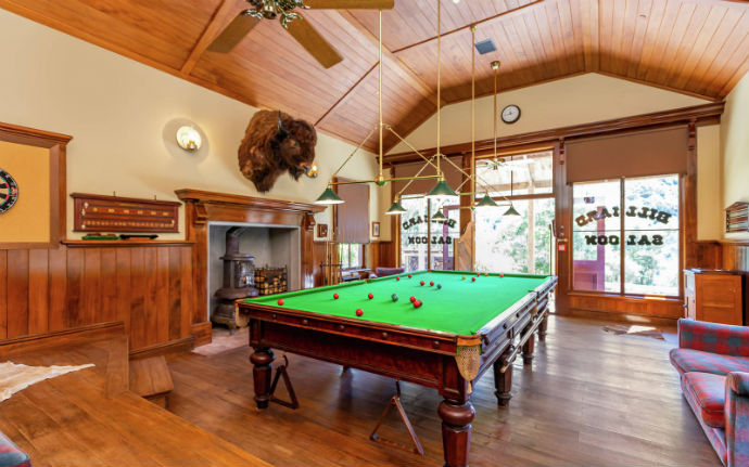 mellonsfolly ranch billiards hall