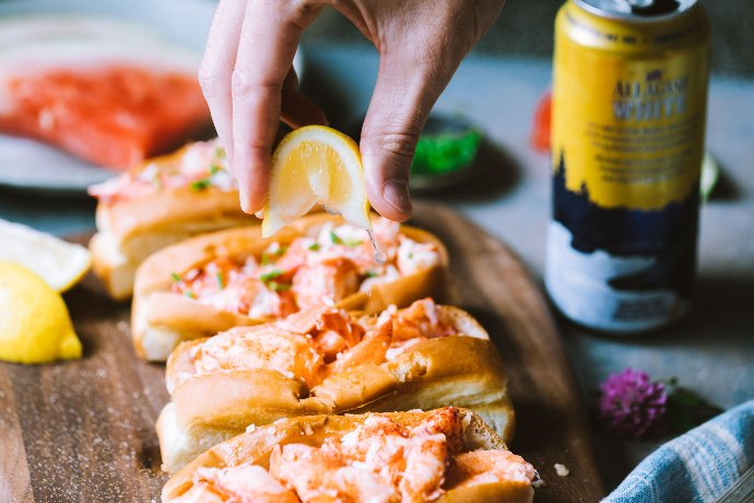 lobster roll with allagash white beer