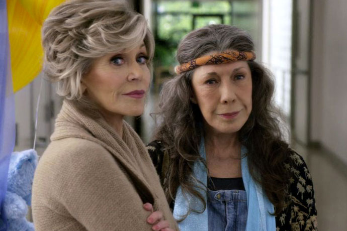 Lily Tomlin And Her Overalls Deserve Some Emmy Love Taylor Tobin Makes The Case For Her Favorite Emmy Underdog