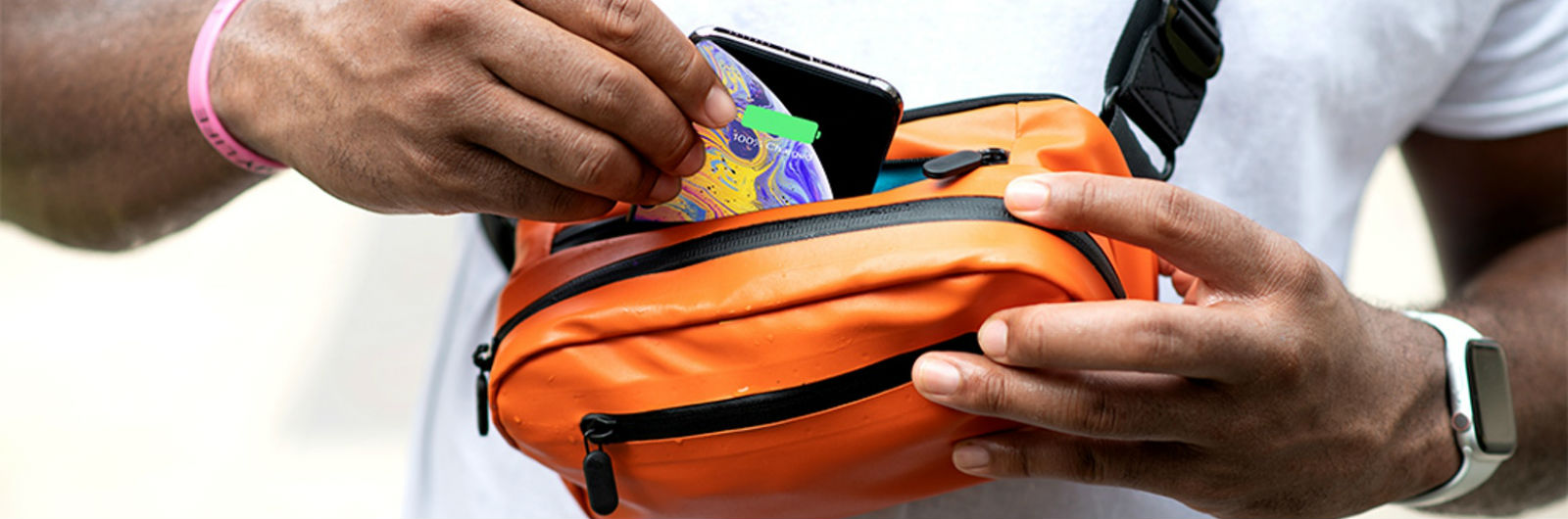 A Smart Travel Bag That Charges Your Phone