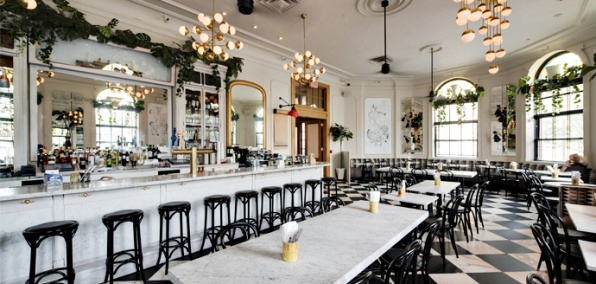 Sun-Drenched Italian Dating Inside the Jane Hotel