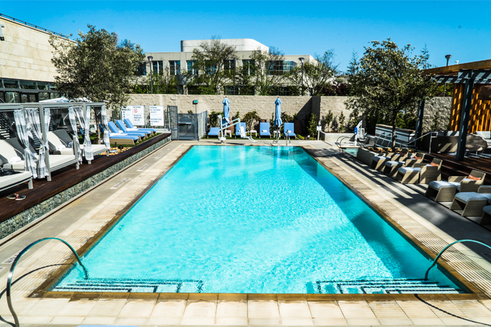 Great Hotel Nia   Menlo Park | A Glass Walled Tower With Tequila, Steak Frites  And Poolside Cabanas. And Beds.