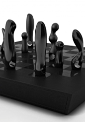 UD - Kiki de Montparnasse's Chess Set