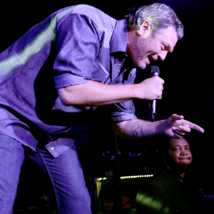 Blake Shelton Is an Abomination of the Concept of the Sexiest Man Alive
